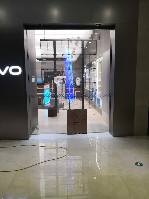 品牌手机东莞工厂店透明LED显示屏案例