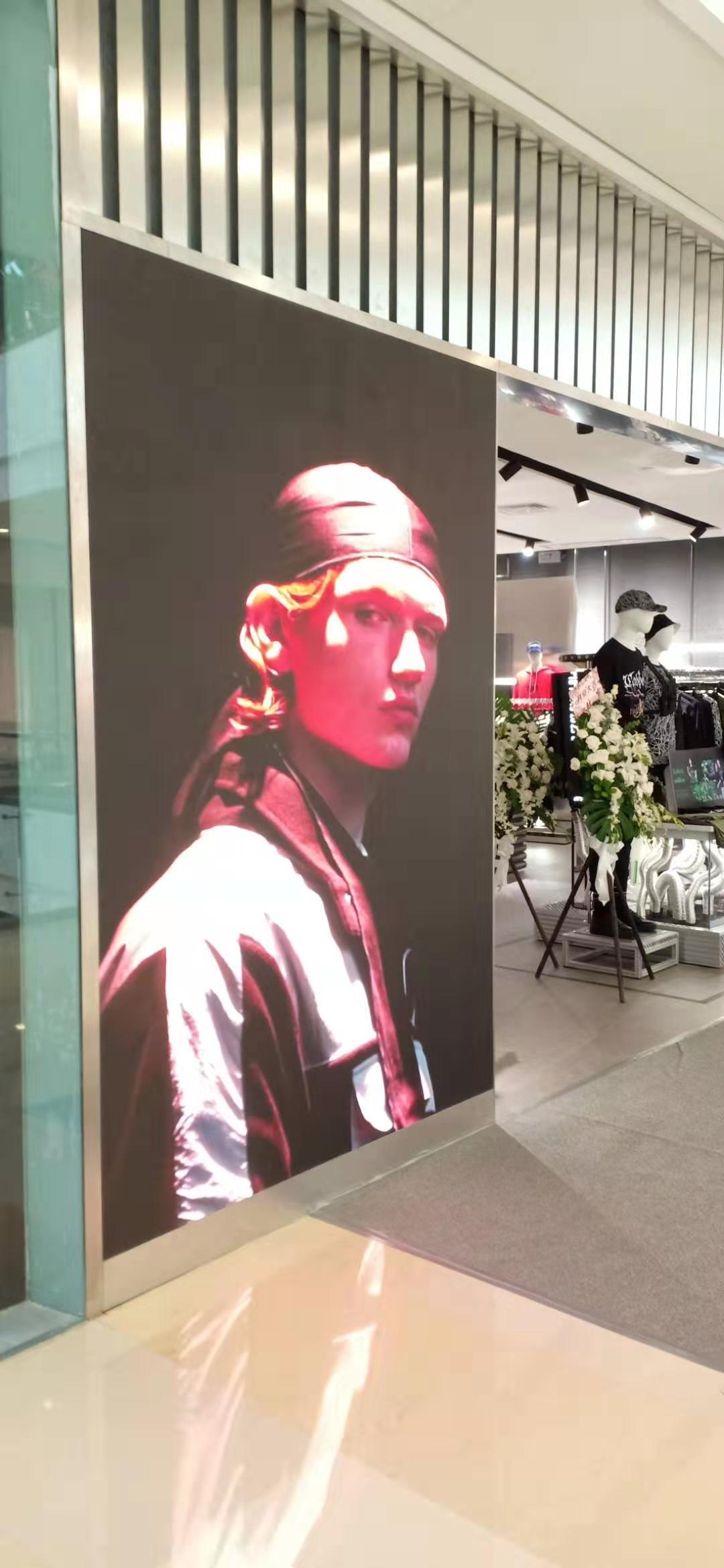 南宁品牌男装门店led显示屏安装案例