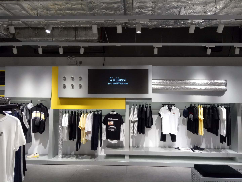 商场时尚男装led显示屏安装案例